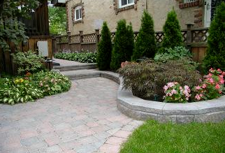 Curved design elements go a long way to adding wonderful character to your yard.